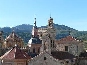 Sierra de Villuercas - The main mountains of the range rising behind the Santa María de Guadalupe monastery