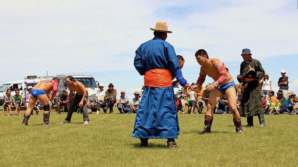 Mongolskie zapasy na lokalnym festiwalu Naadam (24)