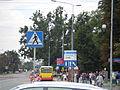 Montaż wiat przystankowych przy al. Solidarności w Warszawie 2011-07-29 – zmiana organizacji ruchu 001.jpg