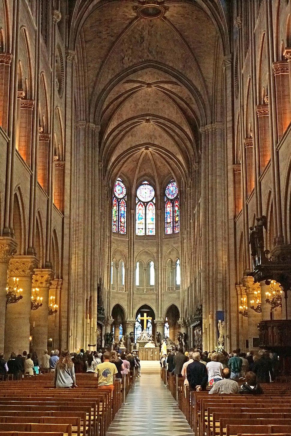 Nave of Notre-Dame de Paris, 22 June 2014 002