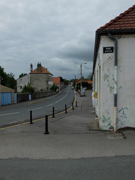 File:Nesles - Rues de la mairie et Derain.JPG
