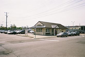 Hewlett station - The 2009 Hewlett station, across the tracks and the grade crossing from the long-standing former station.