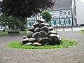 Niedersprockhövel-Brunnen am Kirchplatz.jpg