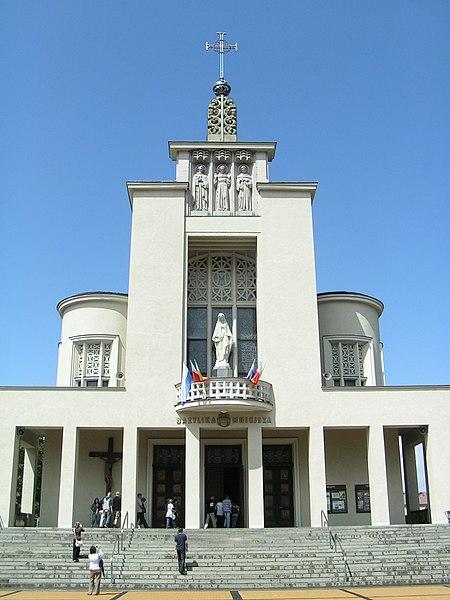 Grafika:Niepokalanów - kościół.jpg