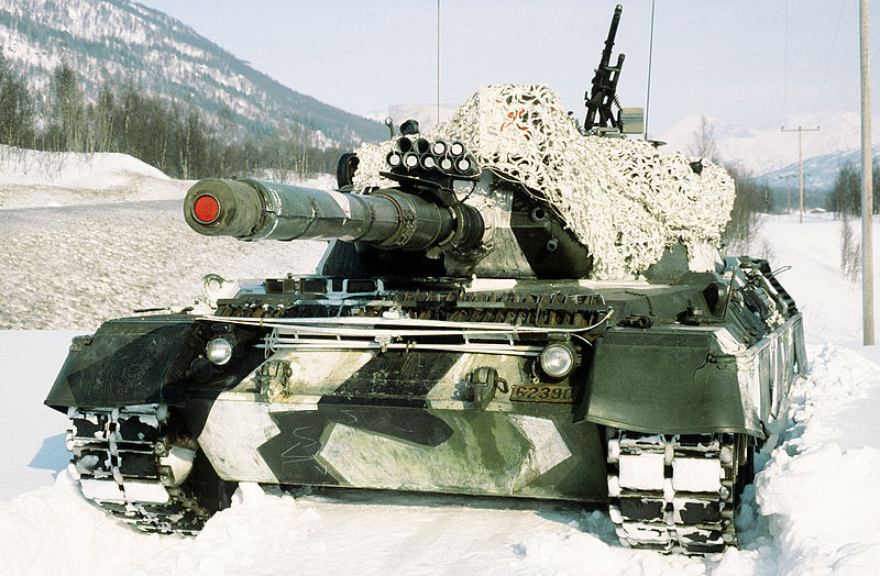 Файл:Norwegian leopard 1 front in the snow.jpg