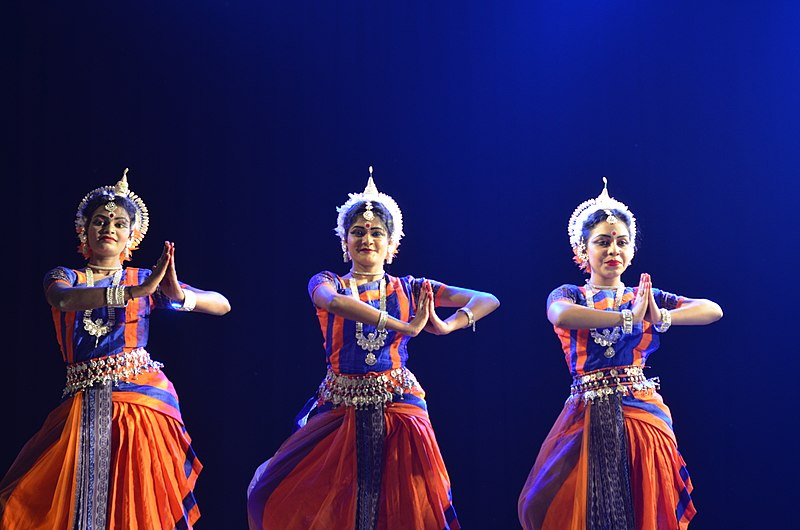 File:Odissi dance performance 09.jpg