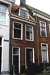 foto van Eenvoudig smal huis met rechte kroonlijst