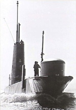 HMAS Onslow - Onslow underway on the surface. A sailor is standing near the original bow sonar dome. This dome was replaced during the submarine's 1982–84 refit, as the new sonar was larger.