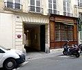 P1050200 Paris Ier rue des Moulins immeuble n°10 MH rwk.jpg