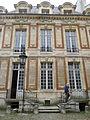 P1210324 Paris IV hotel Chalon-Luxembourg facade cour rwk.jpg