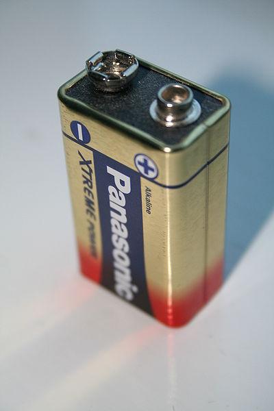 400px-Panasonic-PP3-9volt-battery.jpg