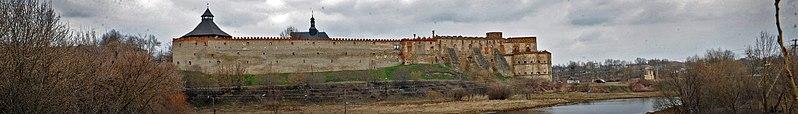 Меджибізький замок. Автор фото — Aniskov, вільна ліцензія CC BY-SA 4.0