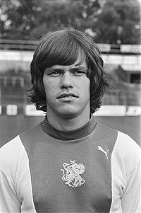 Persdag Ajax nr 2, 3 Frank Arnesen (kop), nr 4 Rob Tervoort (kop), Bestanddeelnr 929-8308.jpg