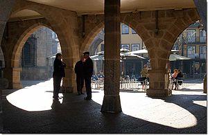 Français : Place de l'olivier. Português: Pess...
