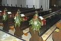 Pfarrkirche Ravelsbach Bänke.jpg