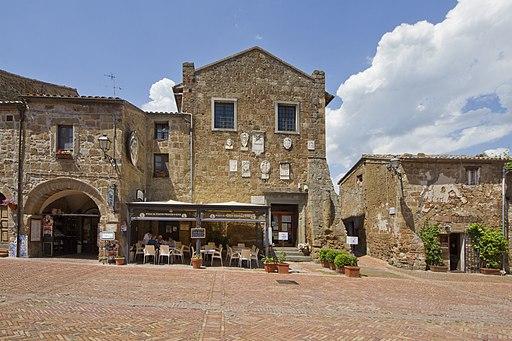 Piazza del Pritorio, Sovana GR, Tuscany, Italy - panoramio