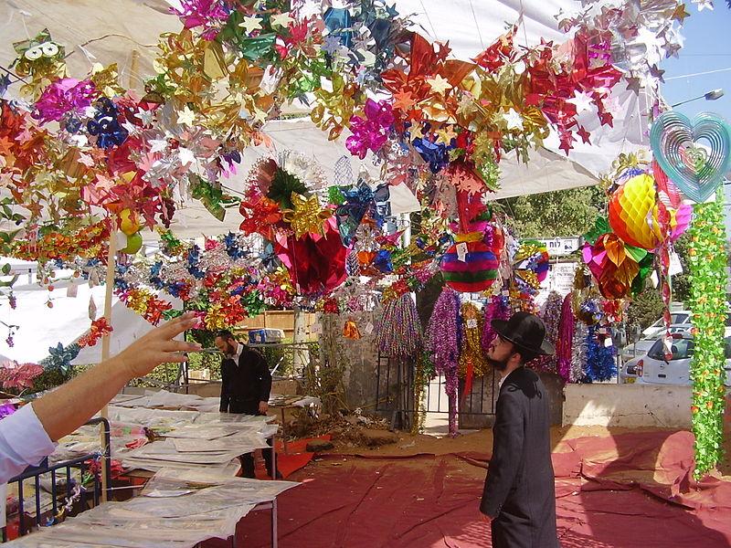 File:PikiWiki Israel 23354 Sukkah ornaments market in Bnei Brak.JPG
