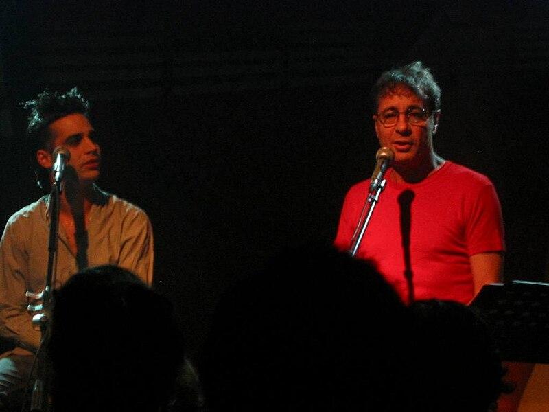 יהונתן גפן ובנו בהופעה