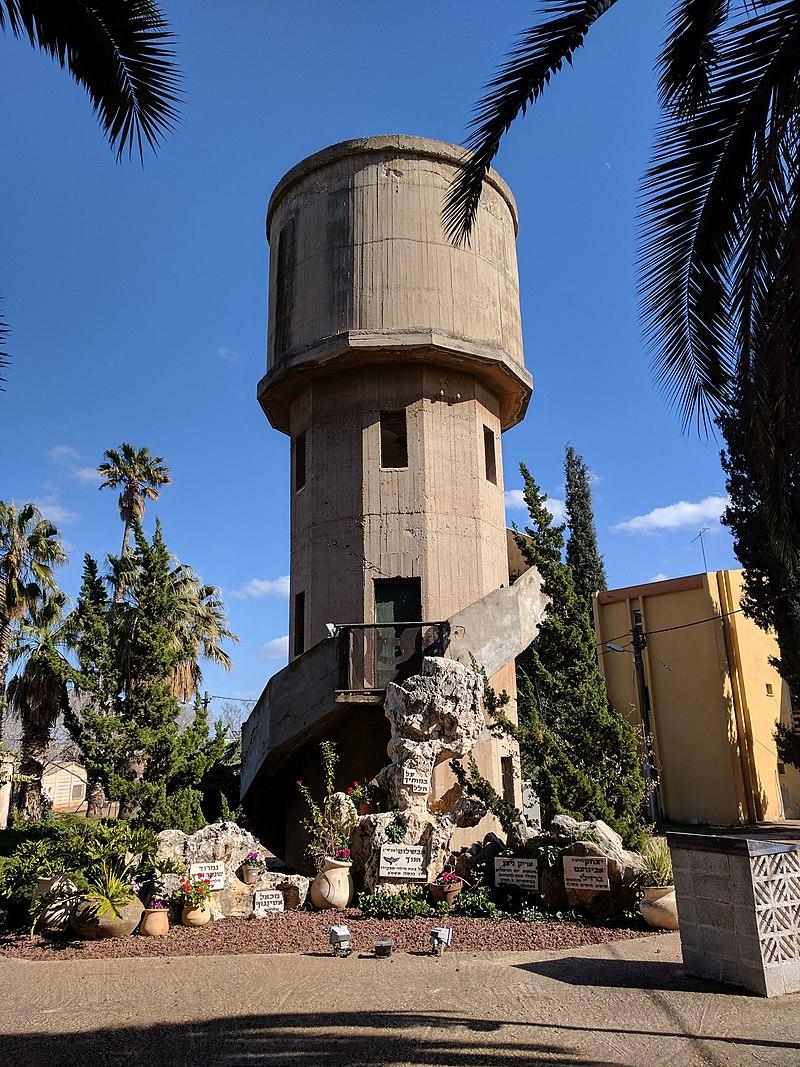 מגדל המים בקיבוץ משמרות
