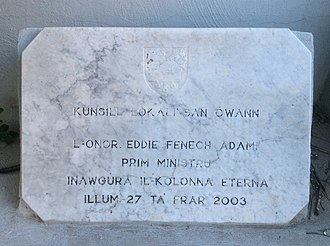 Kolonna Eterna - Plaque inaugurated by Eddie Fenech Adami