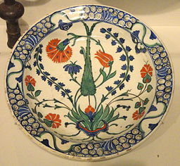 Plate with Carnation, Tulip, Hyacinth, and Cypress, c. 1575, Ottoman dynasty, Iznik, Turkey - Sackler Museum - DSC02525