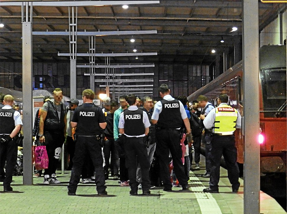 Polizei fängt Flüchtlinge ab