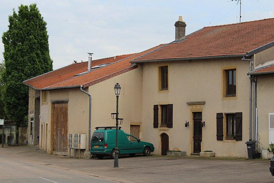 Pommérieux, picturesque houses