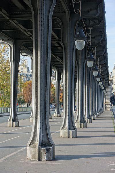 File:Pont de Bir Hakeim @ Paris (30102345903).jpg