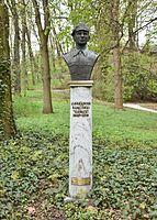Popiersie Aleksandra Kamińskiego w Łazienkach Królewskich w Warszawie 2017.jpg