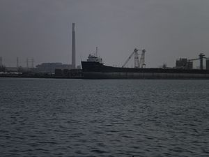 Quebecois moored in Toronto harbour, 2012 03 02 -b.jpg