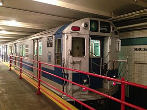 R33 (New York City Subway car) - Image: R33 9206 at New York Transit Museum