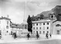 Radfahrer beim Obelisk in Bellinzona - CH-BAR - 3239570.tif