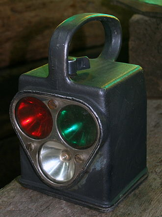Signalman (rail) - A hand-held railway signal lamp, on display at Israel Railway Museum