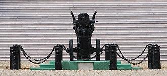Raj Bhavan, Kolkata - Chinese cannon, Raj Bhavan