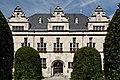 Rathaus in Duesseldorf-Benrath, von Sueden.jpg