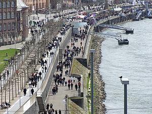 Rheinuferpromenade in Düsseldorf DSCF1161