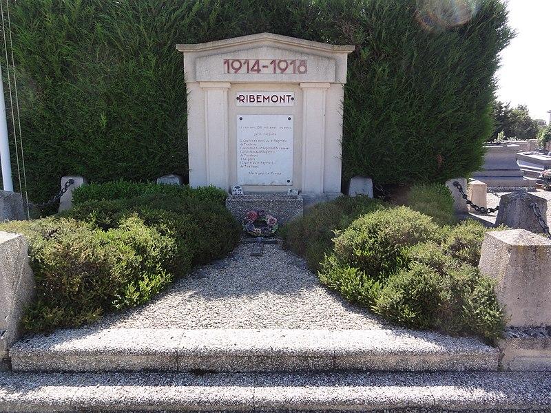 Ribemont (Aisne) cimetière, monument aux morts