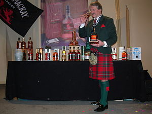 """Whyte & Mackay - Image: Richard Paterson auf der Messe """"Whisky Live"""" in Verviers (Belgien) am 17. März 2006"""