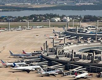 Rio de Janeiro–Galeão International Airport - Image: Riodejaneiro aerea aeroportogaleao 131756(cut)