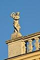 Roof decoration of Schönbrunn palace 02.jpg