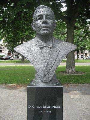 Daniël George van Beuningen - Bust of Van Beuningen in Rotterdam