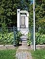 Roztoky-Žalov, Levohradecké náměstí, pomník válečným obětem.jpg