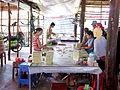 Sản xuất kẹo dừa ở cồn Quy.jpg