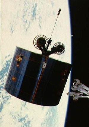 STS-51-I - Mission Specialist James Van Hoften working on the crippled Syncom IV-3 satellite