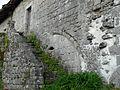 Saint-Estèphe (Dordogne) Badeix ancien prieuré escalier.JPG