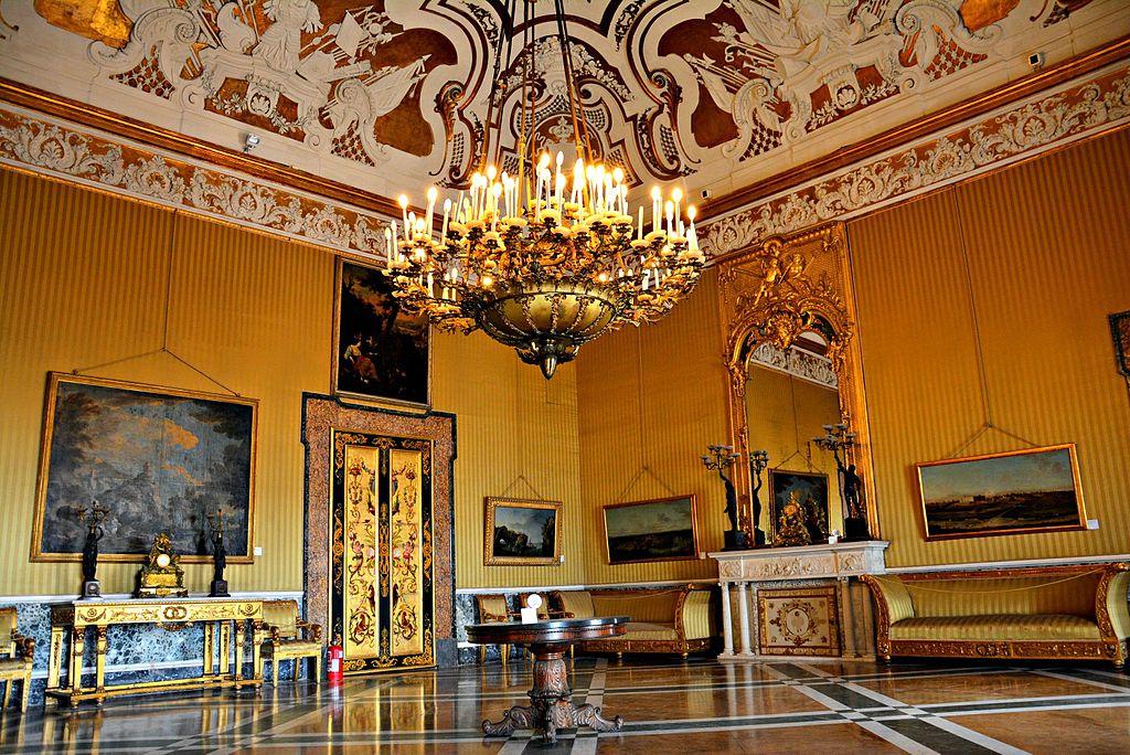 A l'intérieur du Palais Royal de Naples (Quartier San Ferdinando) - Photo de Mentnafunangann