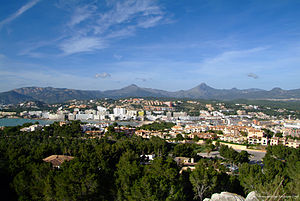 English: The town of Santa Ponsa on the Balear...