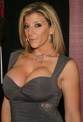 Sara Jay op de Exxxotica in New York, 2009