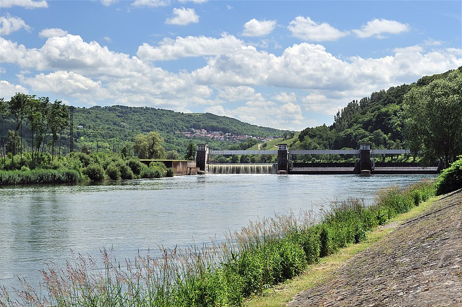 The Moselle river at Schengen. In the distance: the Schengen-Apach Dam and the village of Apach (France). The border between France and Luxembourg runs through the middle of the Moselle)