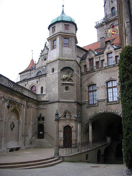Datei:Schloss Sigmaringen Innenhof1.jpg